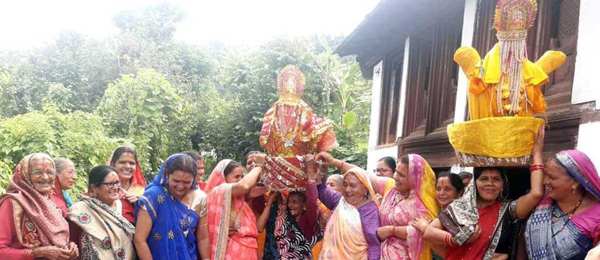जब शिव-पार्वती बनते हैं गांव के दीदी-जीजाजी