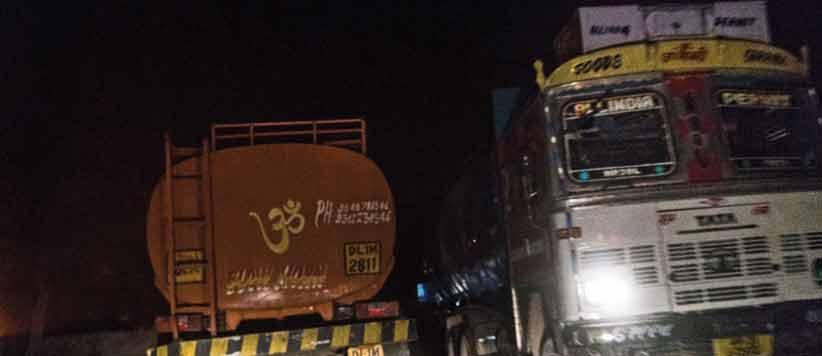 दरातियां, कुदालें, कैस्टो मुखर्जी और ट्रक में गढ़वाल का सफ़र