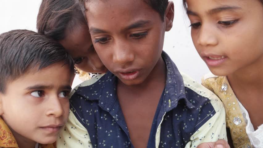 पोर्न और नशे से अटती जा रही है बच्चों की दुनिया