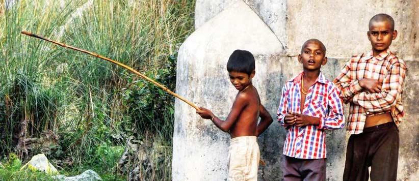 जम्मू में नदी से मछलियां पकड़ना और अर्चना वर्मा की कॉपी से नकल करना