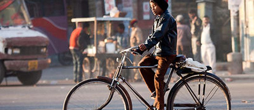 जब संजु वडके की अफसरों के बच्चों वाली साइकिल मैंने डोट्याल की टांगों के बीच घुसाई
