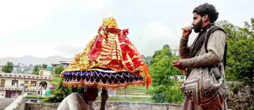चैतोल पर्व: 22 गांवों में बहनों को भिटौली देने आते हैं देवता
