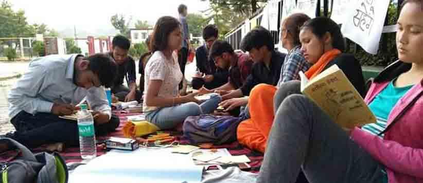 धैर्य की परीक्षा देते पिथौरागढ़ के युवा छात्र