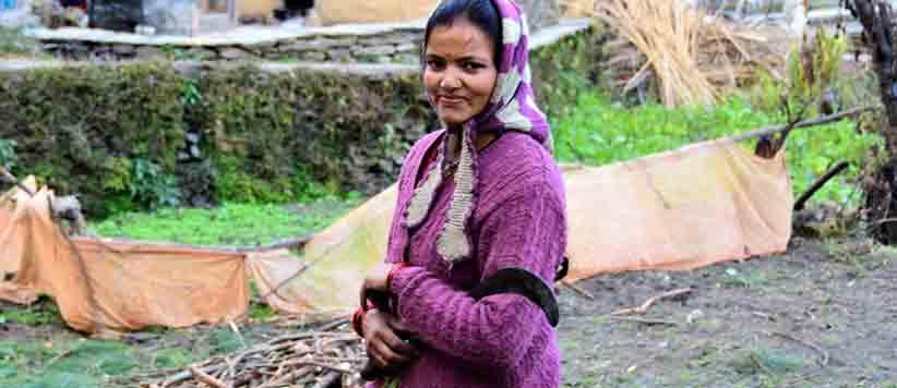पहाड़ की महिलाओं के जीवन का अभिन्न हिस्सा है दरांती