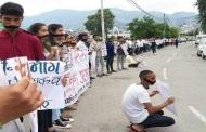 19 दिनों से किताबों और शिक्षकों के लिये धरना दे रहे हैं पिथौरागढ़ के छात्रों की कहानी