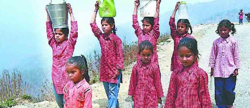 चम्पावत जिले के 26 स्कूलों में पढ़ने वाले वाले 2500 बच्चों के लिये नहीं है पीने का पानी