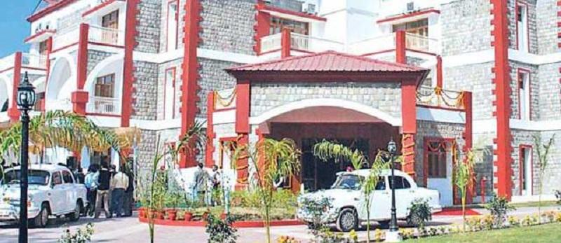 उत्तराखंड के पूर्व मुख्यमंत्रियों को दिये गए सरकारी आवासों का किराया माफ