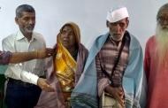 """""""गिर्दा"""" की जयंती पर लोकगायक संत राम व आनंदी देवी का अल्मोड़ा में सम्मान"""