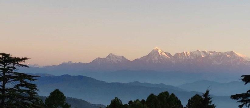 आज सुबह शीतलाखेत : हिमालय पर सूरज की पहली किरण