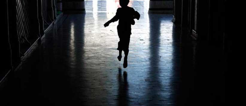 बच्चियां अपनी जिंदगी की पहली यौन हिंसा का अनुभव अपने घरों में ही करती हैं