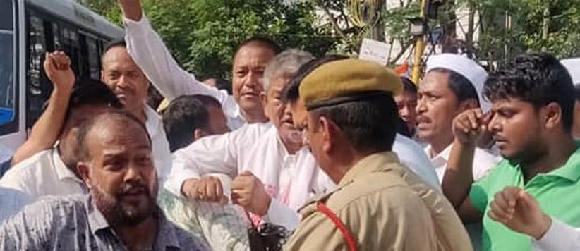 हरीश रावत असम में गिरफ्तार