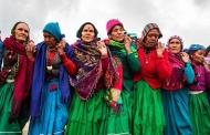 ईजा कैंजा की थपकियों के साथ उभरते पहाड़ में लोकगीत