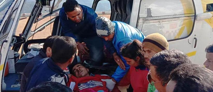 उत्तराखंड के एक गांव में लोगों ने मरीज को हेलीकॉप्टर से अस्पताल पहुंचाने के लिये जुटाए 2 लाख रुपये