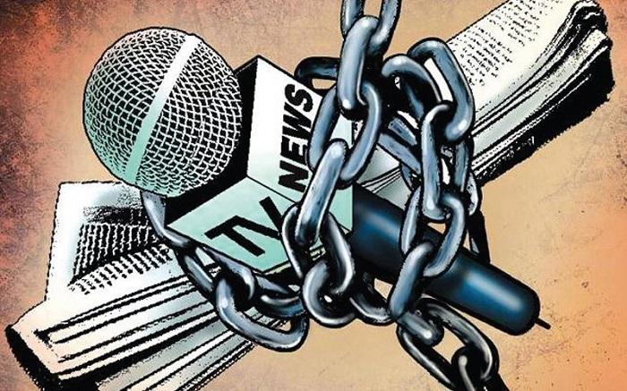 सत्ता की चारणभाट बनी मीडिया