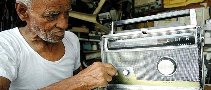 बीबीसी की तिलिस्मी आवाज़ वाली रेडियो सेवा का अंत