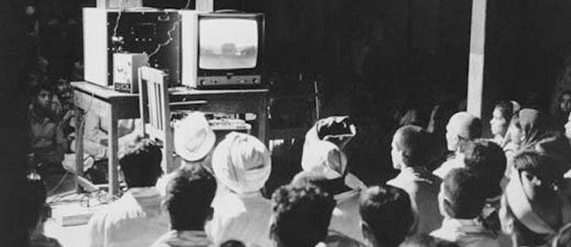गांव की चौपाल पर टीवी