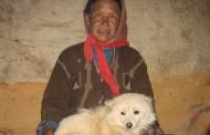 आखिरी गाँव में जबरदस्त जीवट की अकेली अम्मा
