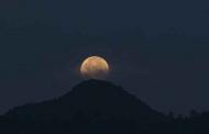 पहाड़ से सावन की पूर्णिमा के चांद की तस्वीरें
