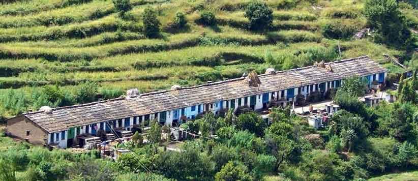 पहाड़ की बाखलियों के भिड़ महज घरों के आगे की निर्जीव दीवार भर नहीं हुआ करती