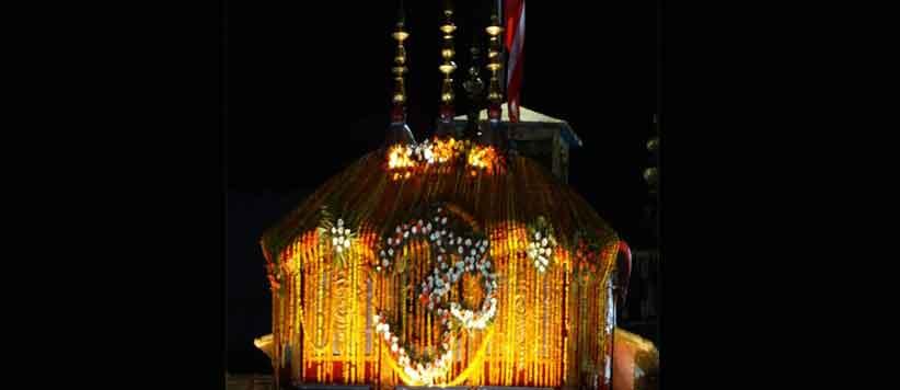 बद्रीनाथ में भगवान के साथ कॉकरोच, गाय और पक्षियों को भी लगता है भोग